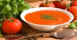 Kanarische Tomatensuppe mit Basilikumstreifen Rezept