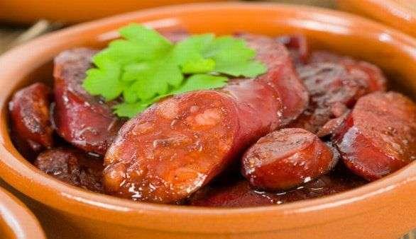 Chorizo in Rotwein