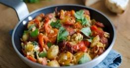 Spanische Kartoffelpfanne mit Chorizo